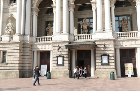Фасад Оперного театру у Львові змінився