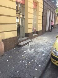 У центрі Львова знову обвалився фасад будинку (ФОТО)