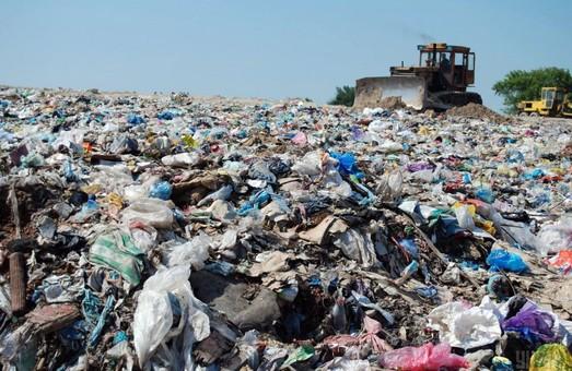 На Житомирщині знайшли львівське сміття: відео