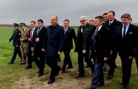 Чотири нових контрольно-пропускних пункти відкриються на кордоні з Польщею