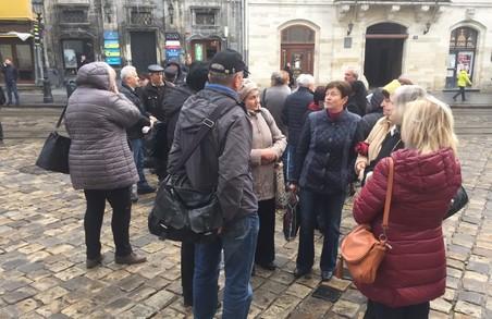 У Львові під Ратушею - мітинг робітників ЛАЗу та активістів