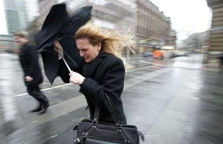 Львів`ян попереджають про сильний вітер