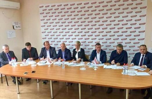 Маніпуляція з членами: партійність голів та кандидатів в ради ОТГ Львівщини