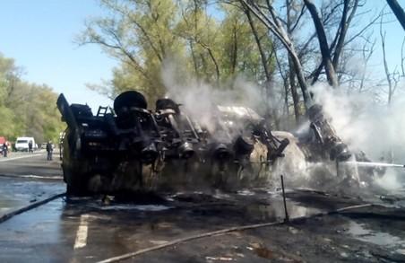 Через бензовоз, що перекинувся, трасу «Київ — Чоп» залило пальним