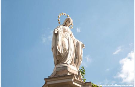 Хугліган, який замінував скульптуру Пресвятої Богородиці у Львові, може провести за гратами 6 років