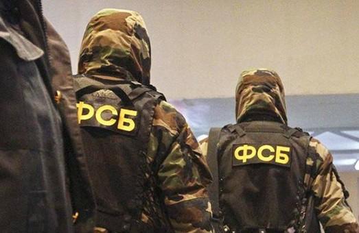 Прямо зараз в Криму відбуваються масові обшуки та затримання кримських татар. Одна людина померла