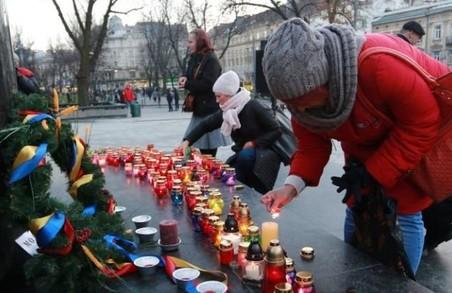 Важкі роковини – Львів вшанував пам'ять загиблих від Голодомору