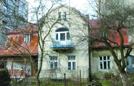 Львів'яни пікетували суд по віллі Ярославенка