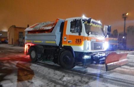Сьогодні Львів прибирали п'ять снігоприбиральних машин