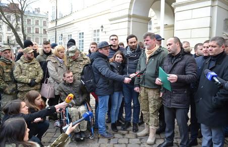 Воїни АТО прийшли до Садового. Представники міськради викликали поліцію