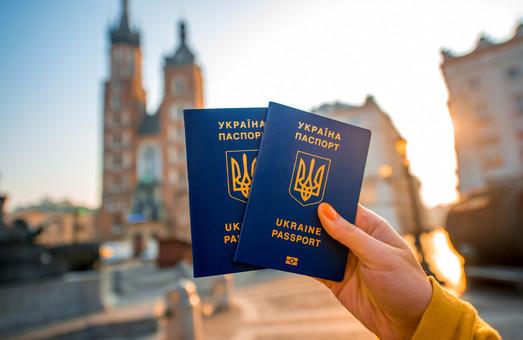 Півроку безвізу: скільки українців відчули на собі спрощену систему перетину кордону?