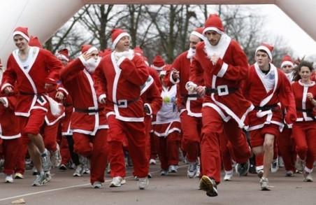 У Львові Санта Клауси позмагаються у швидкості