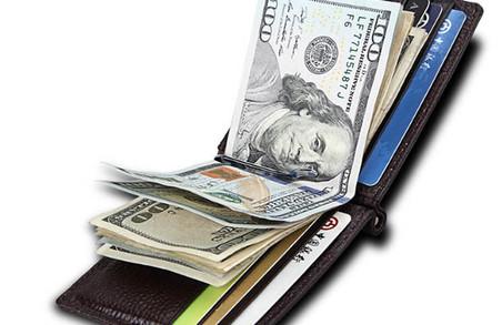 Мешканка із Закарпаття поцупила в іноземця 700 доларів