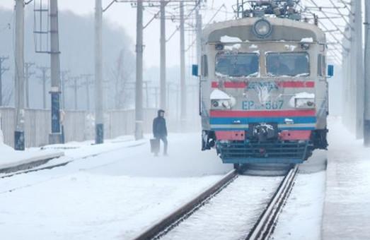 Засніжило: 30 потягів відійшли від графіку