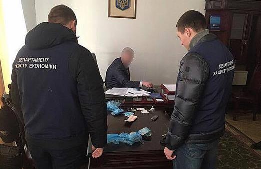 Борисов, спійманий на величезному хабарі, прагне вернутись на роботу