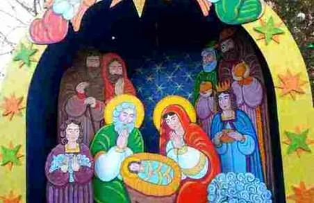 Різдвяна атмосфера у Перемишлянах: жителька міста організувала встановлення вертепу
