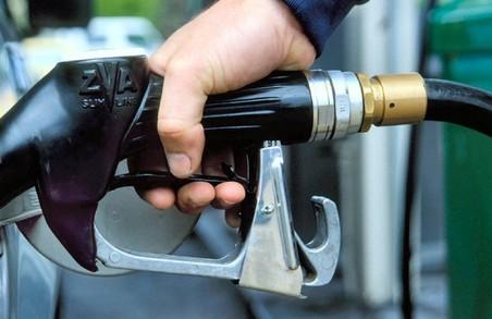 Нові ціни 2018 року: на Львівщині подорожчав літр пального