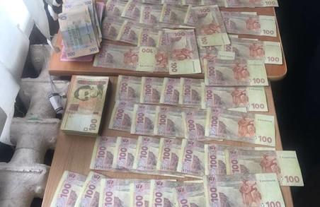 Львівських медиків впіймали на хабарі: фото