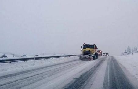 Засніжило: Львів продовжують прибирати від опадів