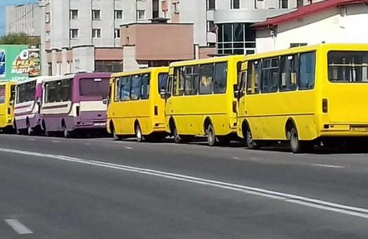 Представники ЛМР розповіли про кількість громадського транспорту, який наразі працює