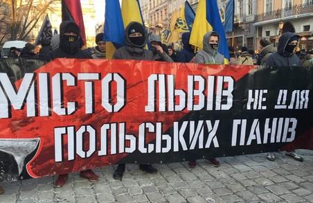 Від Ратуші стартував численний марш на честь командира УПА Романа Шухевича