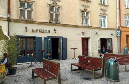 Відвідувачів львівського бару побили через скарги на російську музику