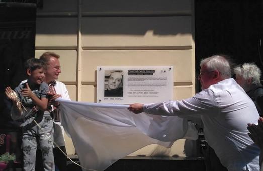 Відкриту Садовим меморіальну таблицю польскому сатирику-комуністу у Львові узаконили заднім числом