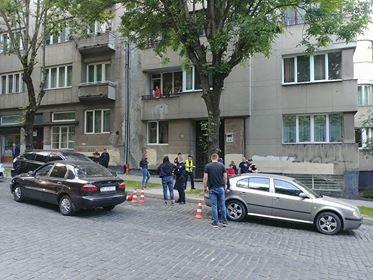 У Львові поранили співробітницю поліції