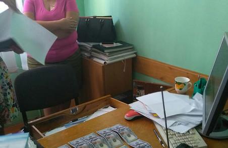 На Львівщині землевпорядника спіймали на хабарі у $3 тисяч