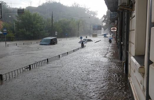 Львів'янин звернувся до мерії з вимогою зайнятися ливневою каналізацією