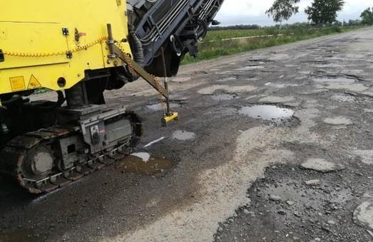 На Львівщині ремонтують дорогу Стрий - Меденичі