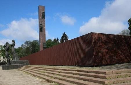 Демонтаж монумента Слави коштуватиме менше, ніж паркан навколо нього