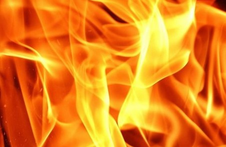 У Львові вночі спалахнув автомобіль «Toyota Camry»