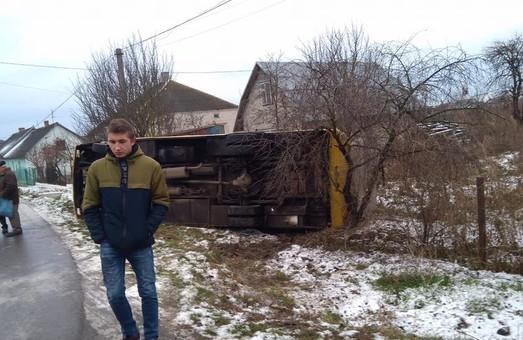 На Львівщині перекинулась маршрутка