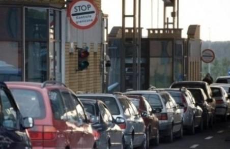 На кордоні з Польщею зафіксували черги у понад сотню авто