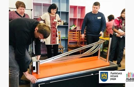 Для львівських школярів придбали пересувну лабораторію з фізики