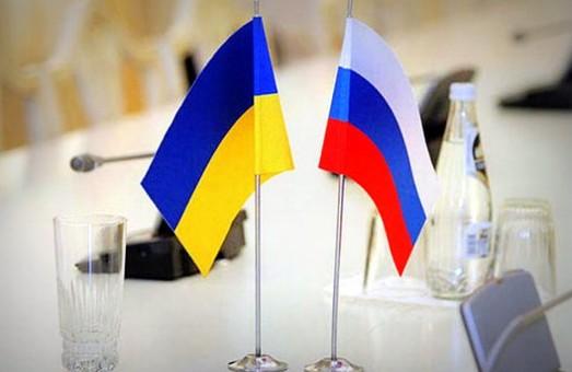 На четвертому році війни Україна таки розриває договір про дружбу з Росією