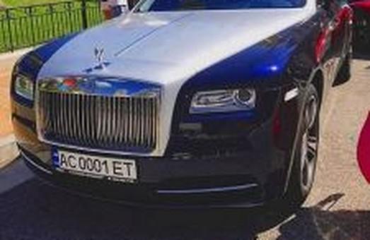 Скандальний Ролс-Ройс, зареєстрований на 75-річну свекруху чиновниці львівської митниці, помітили в Монако