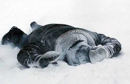 На Львівщині через переохолодження помер чоловік