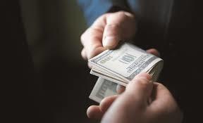 Двох працівників Львівської ОДА та директора держпідприємства оштрафували через підозру у корупції