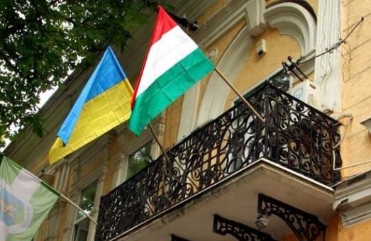 Угорська влада запроваджує на Закарпатті безкоштовні курси української мови