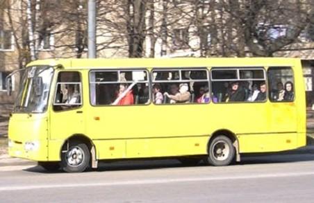 Водій львівської маршрутки нахабно вигнав з салону хлопчика і незрячу дівчинку