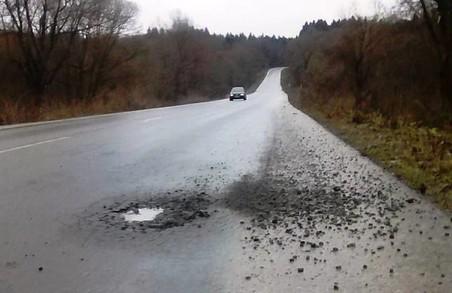 А зими ще толком не було, - на Львівщині обурені станом відремонтованої півроку тому дороги