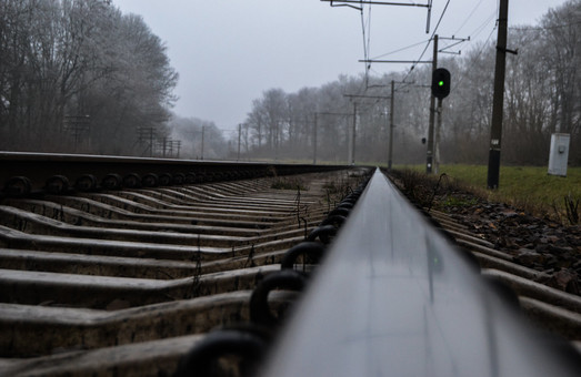 На Львівщині машиніст зупинив поїзд, побачивши тіло чоловіка