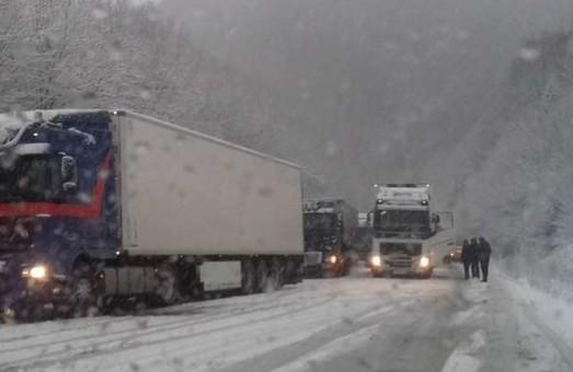 Де на Львівщині водії можуть перечекати негоду