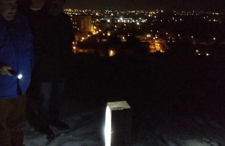 У Львові вандали спиляли шестиметровий дубовий хрест 25-літньої давності