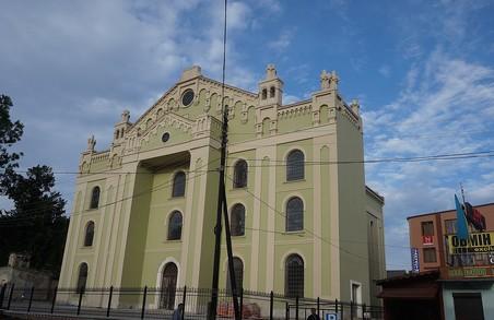 У різдвяний вечір на Львівщині вандали розбили вікна у синагозі