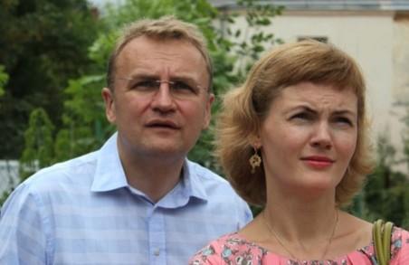 Катю, візьми та зроби: дружина Садового заробляє в 6 разів більше за нього