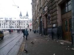 У центрі Львова обвалився фасад ще одного будинку