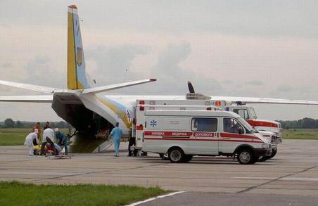 До Львова прибуває літак з пораненими військовими